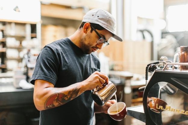 Premda je spremanje kave vještina za koju se ljudi školuju, baš svatko će uz malo prakse uspjeti dobiti fin kućni espresso