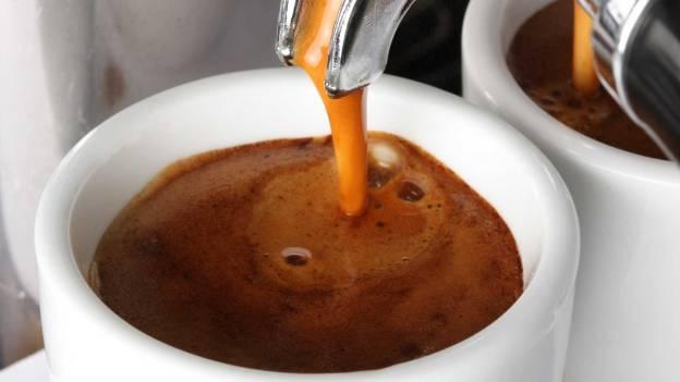 Početni, tamniji dio mlaza espressa naziva se body.  U šalicu nakon njega curi takozvana crema, dio boje karamele. Ako je nema, nešto ne štima s načinom mljevenja zrna ili temperaturom aparata
