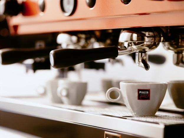 Kafići uglavnom raspolažu kvalitetnom opremom. No nije sve u hardveru, tako da ćete uglavnom dobiti lošiji espresso od onog kojeg si možete spraviti kod kuće